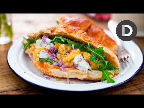 EASY SCRAMBLED EGGS! Scrambled Egg and Goat's Cheese Croissant!