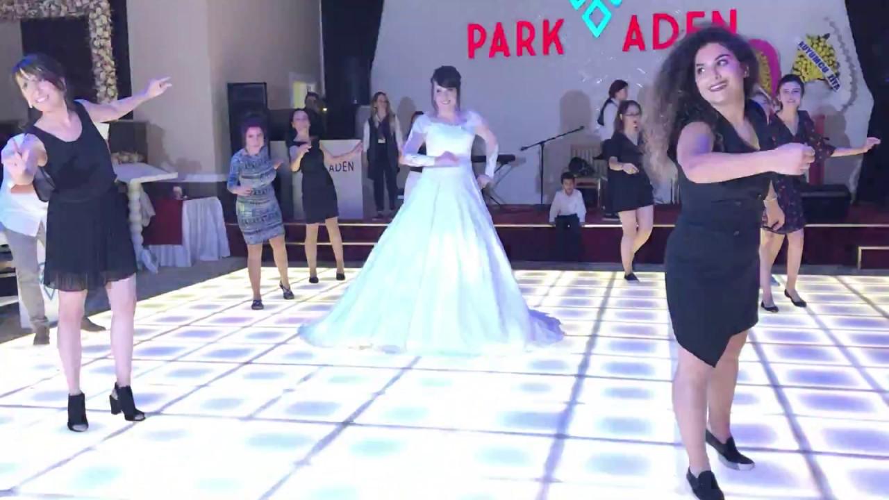 Gelin ve Arkadaşlarından Muhteşem Dans(damat beyin gösterisi kanaldan izleyebilirsiniz)