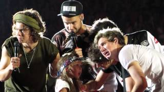 One Direction Brings Child on Stage - Aug 30th Chicago, Soldier Field