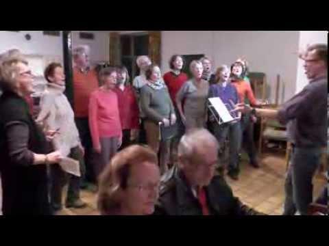Frankfurter Beschwerdechor macht Ärger singend Luft