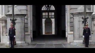 Мадрид- смена почётного королевского караула!(Испания, Европа)(Мадрид- смена почётного королевского караула! Испания, Европа. До сих пор у королевского дворца происходит..., 2015-12-21T17:00:03.000Z)