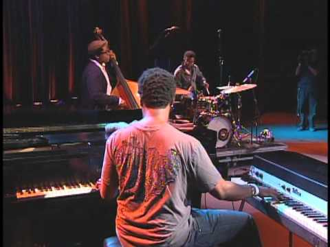 Robert Glasper Trio -  Maiden Voyage/ Everything in its right place - Bridgestone Music Festival `09