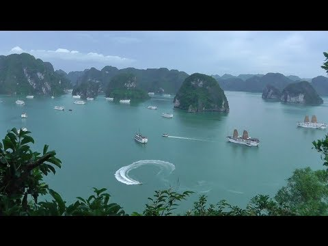 Traveling Vietnam: Hanoi to Halong Bay