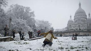 En IMAGES: Paris et sa banlieue paralysées par la neige