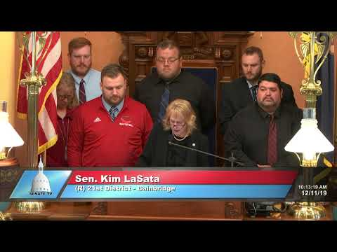 Sen. LaSata welcomes the state championship Colon High School football team to the Senate