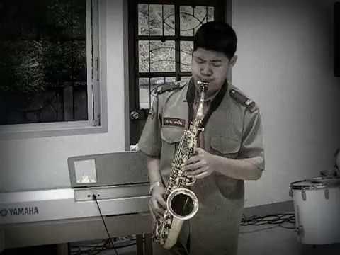 """เพลงพระราชนิพนธ์ """"ใกล้รุ่ง"""" alto saxophone"""