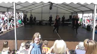 Reading adult jiggers performing at Bunkfest - Jig Medley