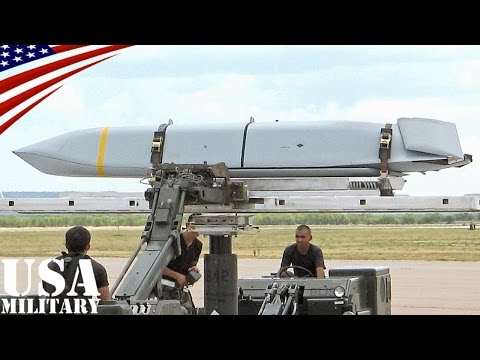 AGM-158 JASSM 巡航ミサイル取付作業・B-1B爆撃機 - AGM-158 JASSM Cruise Missile Loading - B-1B Bomber