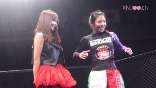 KNUがレギュラーラウンドガールとして活躍する「女子総合格闘技ジュエルス」。12月15日に行われた大会では、なんと初の金網リングが登場!選手...