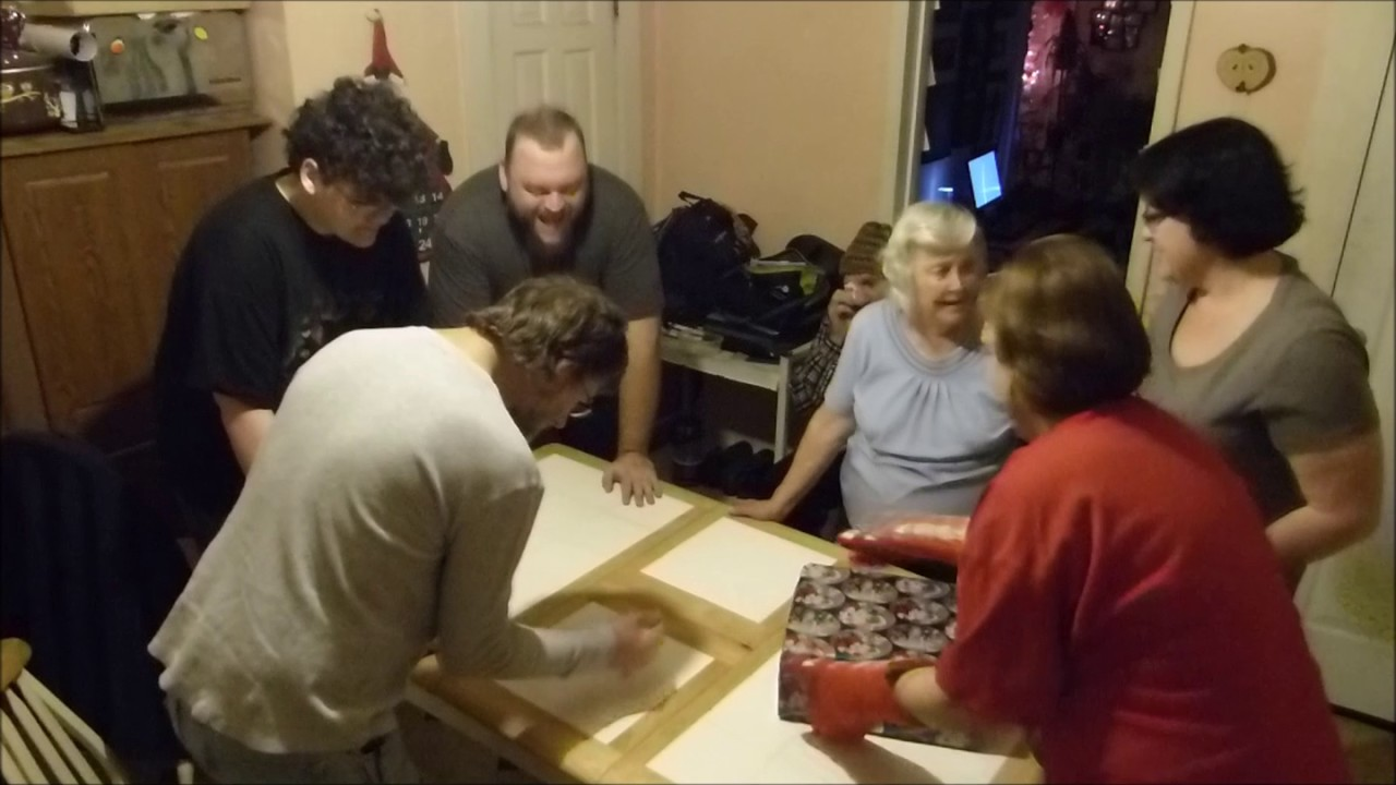 Oven Mitt Christmas Gift game - YouTube