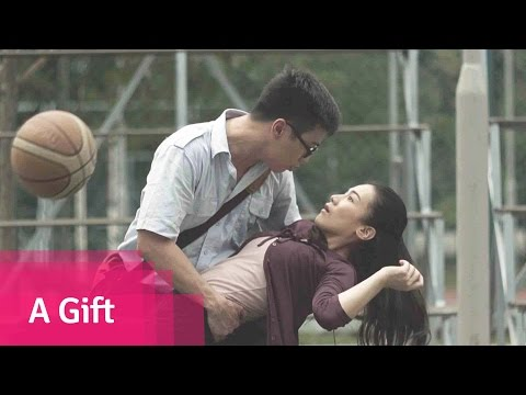 A Gift - Malaysia Love Comedy Short Film // Viddsee.com