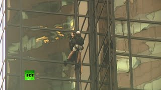 Donald fan climbs Trump Tower by cupping, arrested by NYPD