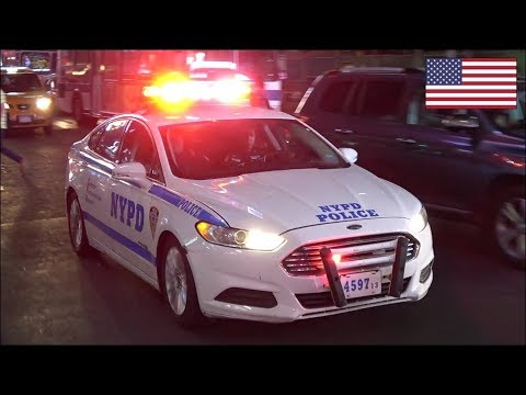 NYPD Police car responding - Plays with siren whilst stuck in traffic
