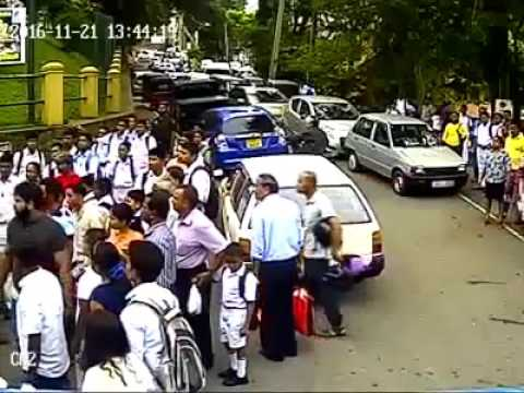 Student attacked in front of Kandy school