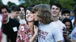 Kissing moms in Idaho!