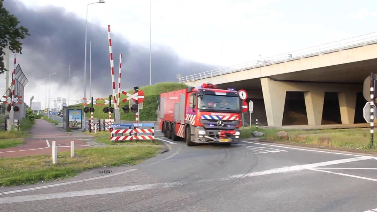 Brandweer Politie En Ovdg Met Spoed Naar Zeer Grote Brand