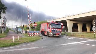 Brandweer Politie En Ovdg Met Spoed Naar Zeer Grote Brand Op Het Westelijk Havengebied In Amsterdam