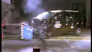 Vehicule  Crash Test of 2005 Toyota Corolla Verso w_sab-Extreme