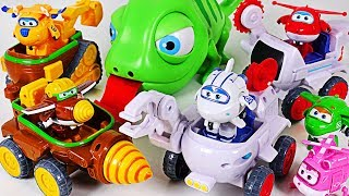 Super Wings Astra & Jett's Moon Rover, Todd & Donnie's Dig Rig! Defeat big chameleon! #DuDuPopTOY