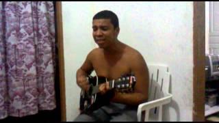 Xuxu tocando num momento descontraído a música mais linda do mundo!...
