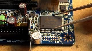 Урок по пайке. Пайка планарной микросхемы с помощью фена.(В этом видео уроке наглядно показан процесс пайки многоножной микросхемы мультиконтроллера с помощью,..., 2013-07-06T07:01:26.000Z)