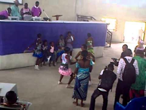 URHOBO TRADITIONAL DANCE STEPS BY ULTIMATE DANCE TROUPE OF IKWEGHWU-AGBARHO