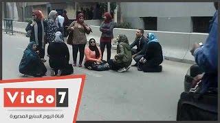المفصولون من النيابة الإدارية يقطعون شارع حسين حجازى للتظلم من قرار فصلهم
