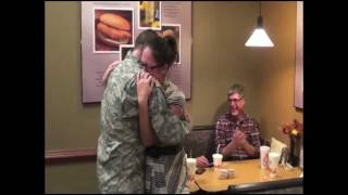 how a soldier coming home surprised his girl so that she screamed