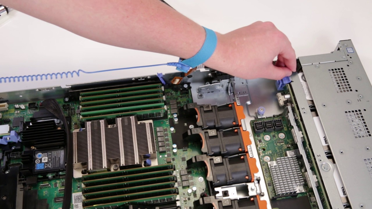 Dell EMC PowerEdge R640: Remove/Install Right Rack Ear
