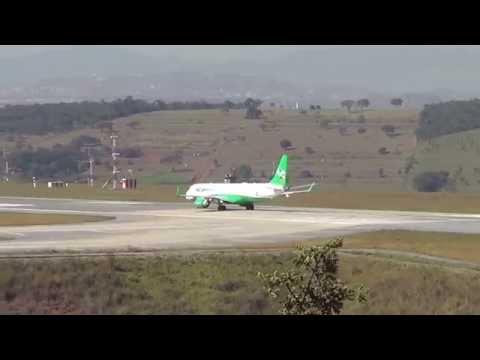Embraer 195 PR AYX  da Azul pintura verde com a finalidade preservação ao meio ambiente