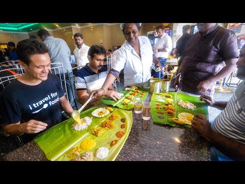 World's Best Vegetarian Food – $2.78 All You Can Eat!!   Banana Leaf Sadhya – Kerala, India!