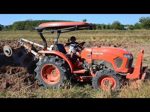 เด็กขับรถไถคูโบต้า อยู่ในความดูแลของผู้ปกครอง ท้ายคลิปมีแบบไถมันส์ๆให้ดู KUBOTA  L4018  Tractor