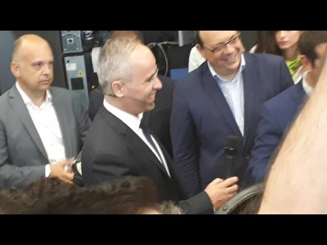 ΔΕΘ 2018  Δώρισαν στον Τσίπρα φανέλα του Αντετοκούνμπο (pic+vid) - Newsbomb  - Ειδησεις - News bae07921646