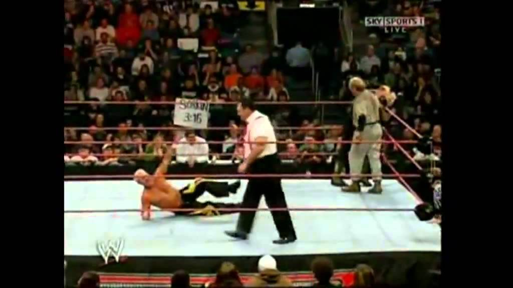 WWE RAW 15th Anniversary - Battle Royal Match