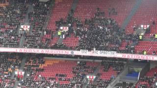 VAK410 komt de tribune op na de 14 minuten boycot tijdens Ajax - ADO Den Haag
