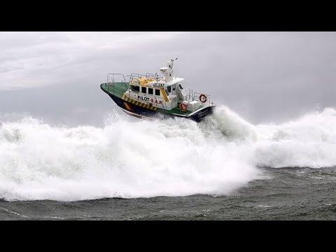 Морские волны VS. маленькие лодки