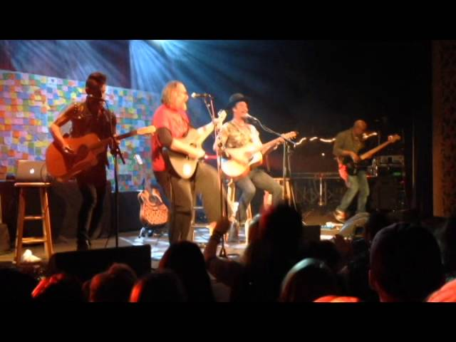 Michael Franti - Yell Fire live w/ Clint McCune
