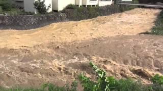 台風18号による内村川の増水(鹿教湯温泉近く)