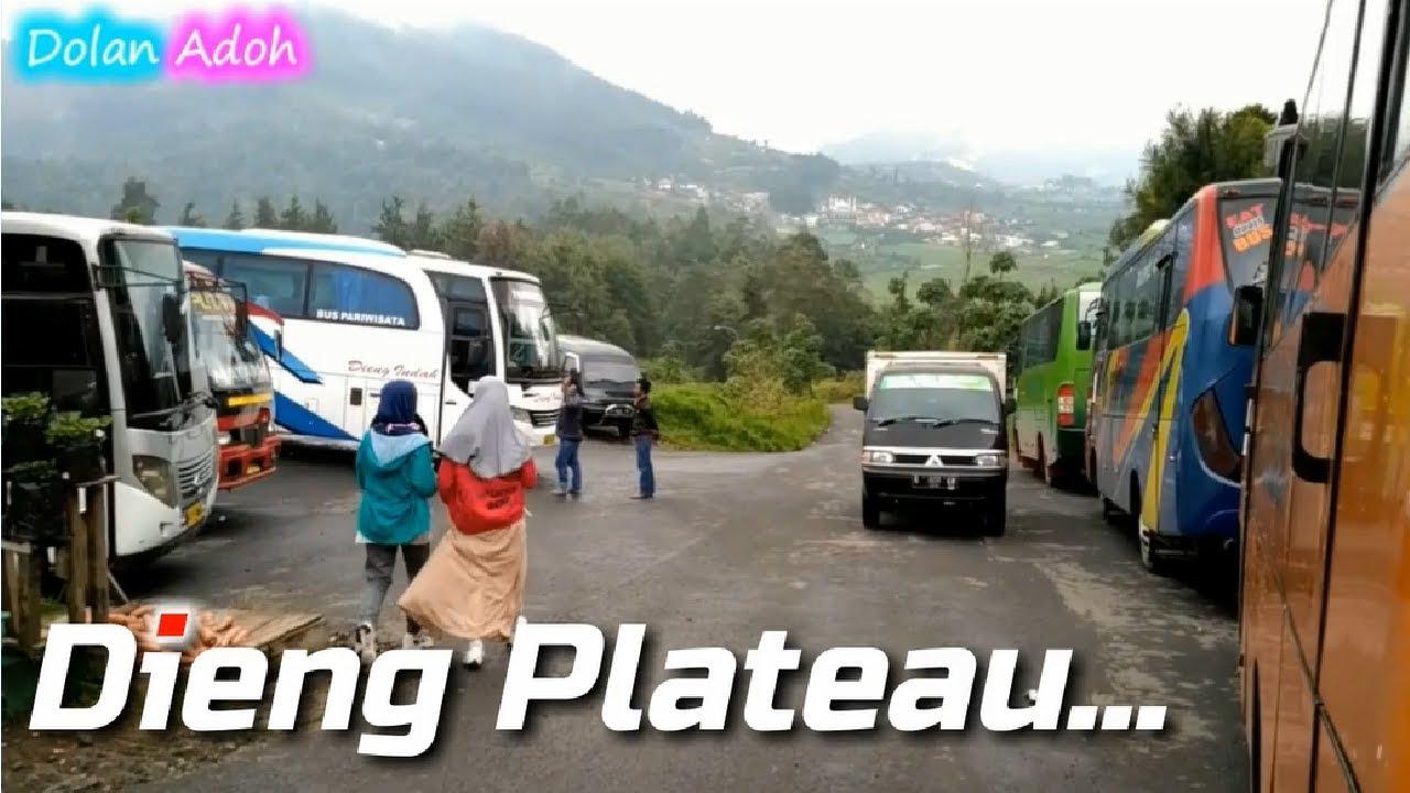 Suasana Parkiran Bus Medium Dieng Plateau Theatre Telaga Warna