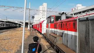 DE10 1557号機牽引豊川発西浜松行東京メトロ丸ノ内線新型車両2000系2030F甲種輸送9772レ豊橋5番線到着&発車
