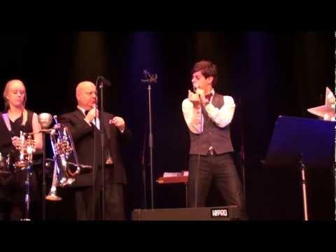 Kevin Borg - Jingle Bells (Live, Kalmar teater 2011)