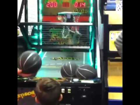 amazing 4 yr old playing basketball at chuck e cheese