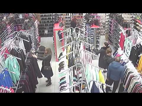 Воры в магазине Мир одежды и обуви