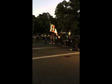Street performer - Yokohama(Near Hikawa Maru ship museum)