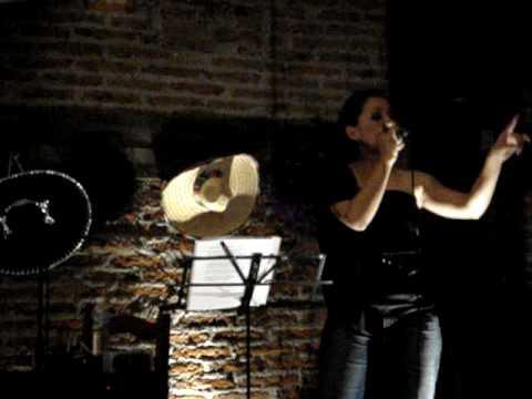 Mary Estrada cantando Te quedó grande la yegua