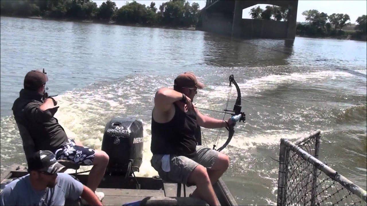 Bowfishing with brackett youtube for Brackett watches