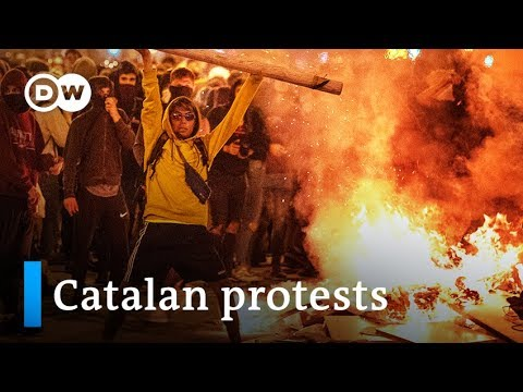 Catalan protests: Separatists clash with police in Barcelona | DW News