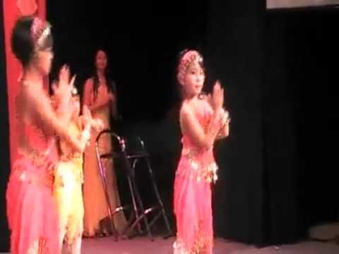 múa Về Quê Cũ. tết nguyên đán 2011