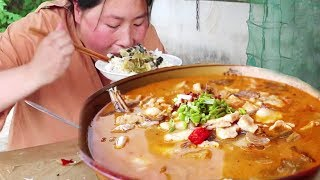 2斤多的大头鱼,加上自制的酸菜,酸爽美味,连汤都特别下饭!【铁锅视频】