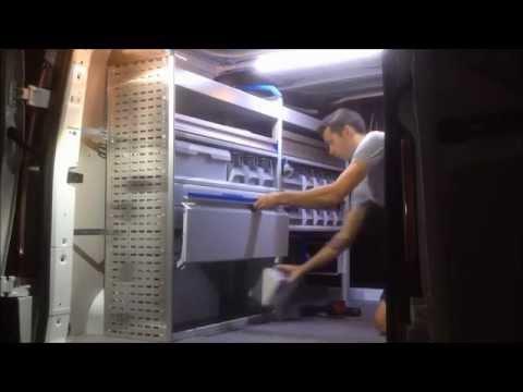Aménagement Custom L1H1 équipement Ford Transit utilitaire plancher habillage bois agencement